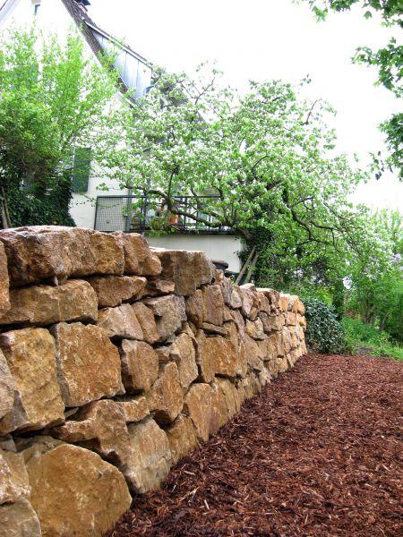 arbeiten mit naturstein und naturstein platten weidringer garten und landschaftsbau freiburg. Black Bedroom Furniture Sets. Home Design Ideas